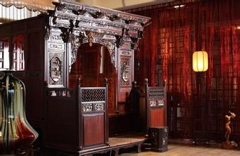 第十三届中国北京国际古典红木家具展启幕